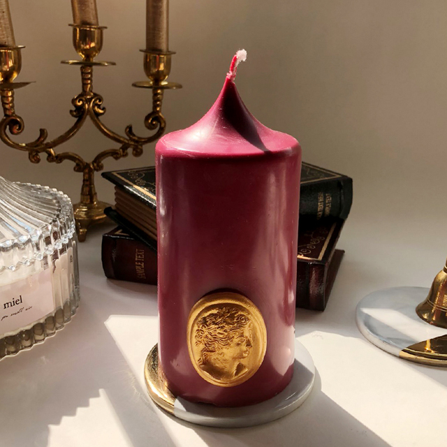 gold cameo pillar candle - burgundy (m)